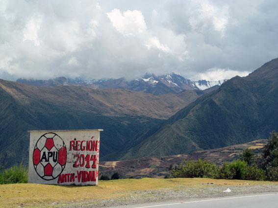 Wahlwerbung allerorten - auf dem Weg nach Cusco.