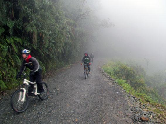 Im dichten Nebel auf der Death Road.